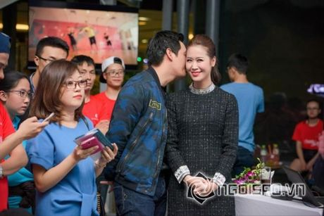 Vo Phan Anh chac han se noi ghen khi thay chong 'tinh tu' voi nhung bong hong nay? - Anh 12