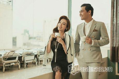 Vo Phan Anh chac han se noi ghen khi thay chong 'tinh tu' voi nhung bong hong nay? - Anh 4