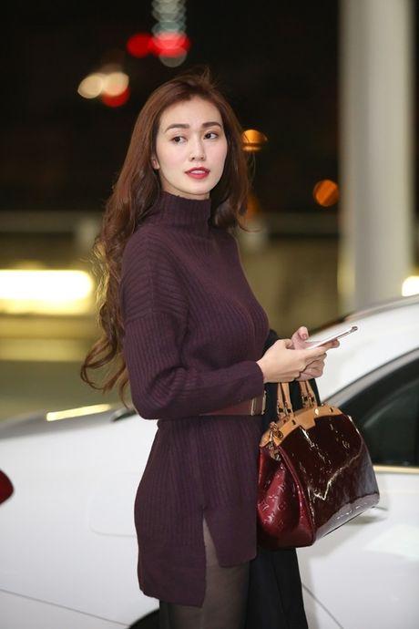 Khanh My khe ne mang 5 vali sang Bac Kinh 'hoi ngo' Ma Duc Chung - Anh 2