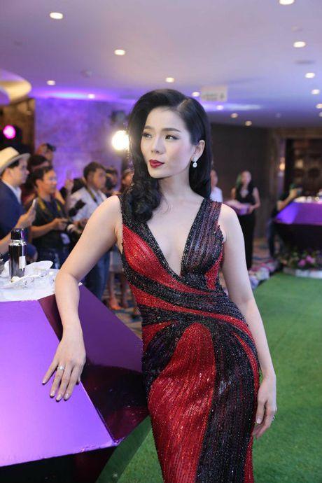 Hong Nhung - Le Quyen: Bi quyet giu gin nhan sac vuot thoi gian cua 2 giong ca hang dau Viet Nam - Anh 16