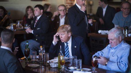Ong Donald Trump phai bo dien thoai Android dang dung khi lam Tong thong My? - Anh 1