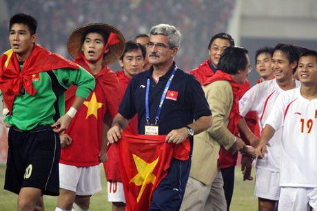 Nhin lai khoanh khac lich su cua DTVN tai AFF Cup 2008 - Anh 10