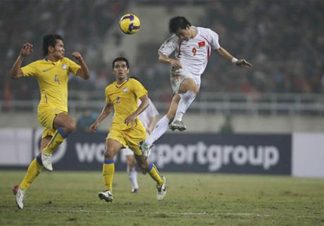 Nhin lai khoanh khac lich su cua DTVN tai AFF Cup 2008 - Anh 7