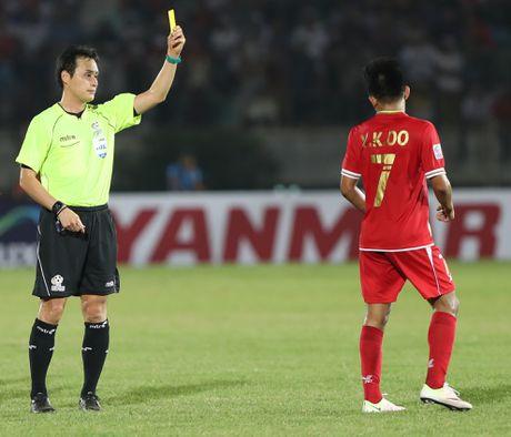 Cac pha choi xau cua Myanmar voi cau thu Viet Nam - Anh 3