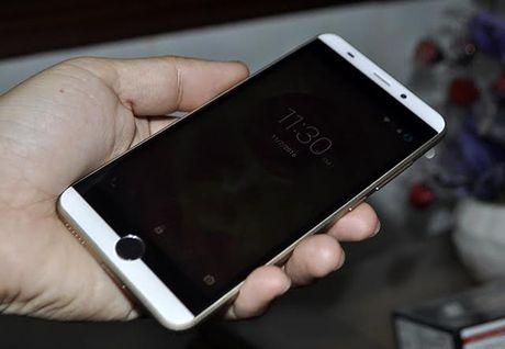 Intex Aqua View: Smartphone An Do gia re co cam bien van tay - Anh 1