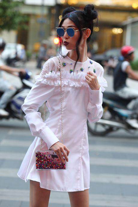 Xuan Lan va dan mau sanh dieu tren duong pho Nguyen Hue - Anh 11