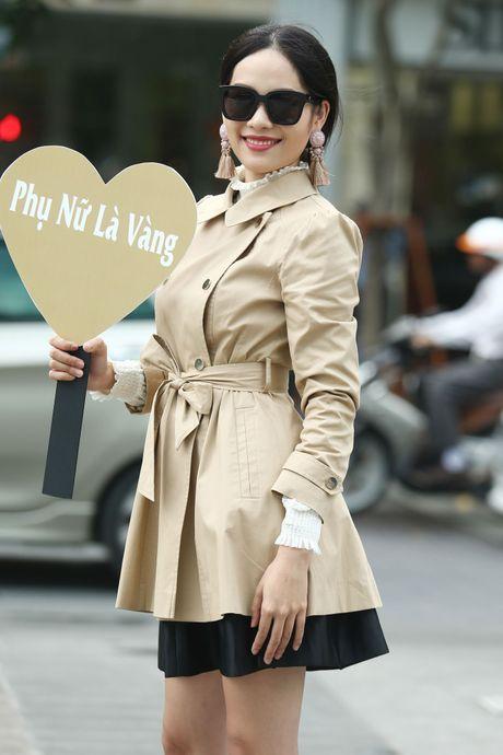 Xuan Lan va dan mau sanh dieu tren duong pho Nguyen Hue - Anh 6