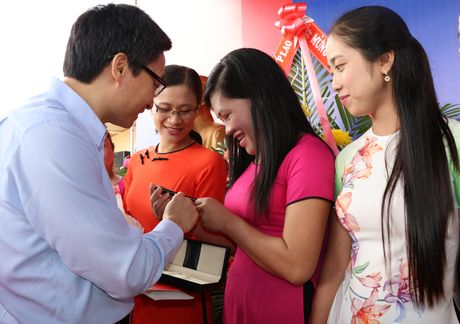 Vinamilk mang 'Sua hoc duong' den voi tre em Dak Nong - Anh 4