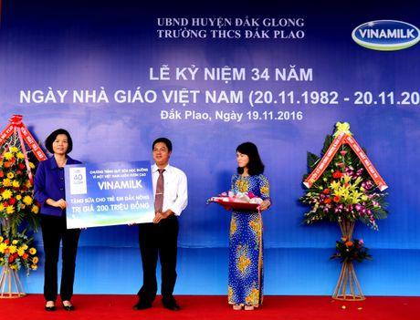 Vinamilk mang 'Sua hoc duong' den voi tre em Dak Nong - Anh 5