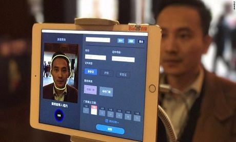 Hang loat tai khoan Facebook hot mat 'sub ao'; Nhat Ban trinh lang xe buyt khong nguoi lai - Anh 5