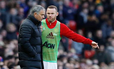 Mourinho tiet lo ly do phu phang voi Rooney - Anh 1