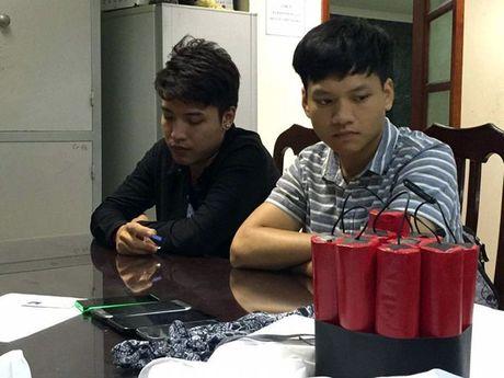 Cong an 'so gay' nhom lam clip 'ra duong dot bom' - Anh 1