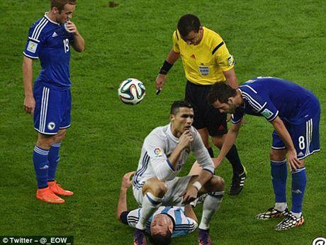 Phi cuoi voi anh che man an mung cua Cristiano Ronaldo - Anh 4