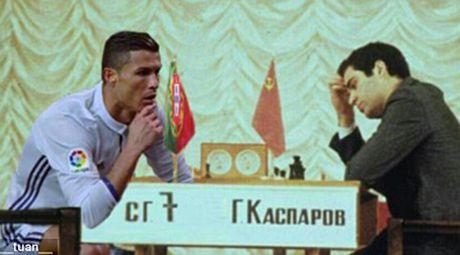 Phi cuoi voi anh che man an mung cua Cristiano Ronaldo - Anh 7