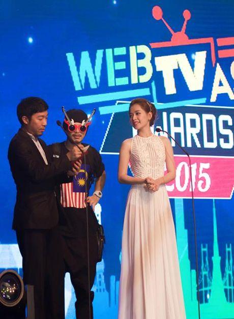 Chi Pu lai duoc Han Quoc moi du giai WebTV Asia Awards 2016 - Anh 2