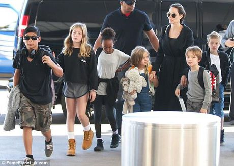 He lo cuoc song cua nhung nhan vat quan trong vu Angelina Jolie ly hon Brad Pitt - Anh 1