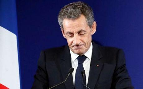 Cuu Tong thong Phap Sarkozy vo mong quay lai dien Elysees - Anh 1