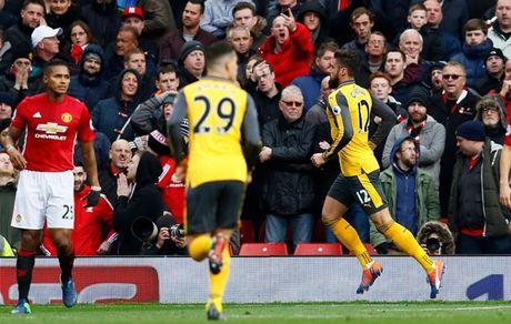 Chum anh: Mourinho thay doi cam xuc chong mat o tran hoa Arsenal - Anh 14