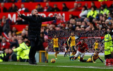 Chum anh: Mourinho thay doi cam xuc chong mat o tran hoa Arsenal - Anh 6