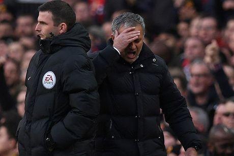 Chum anh: Mourinho thay doi cam xuc chong mat o tran hoa Arsenal - Anh 7