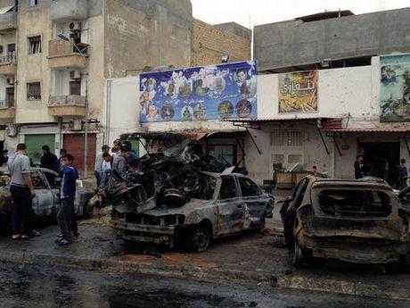 Libya: Danh bom xe o Benghazi, gan 20 nguoi thuong vong - Anh 1
