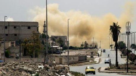 Khong quan Syria doi bom nung nong noi hoi Aleppo - Anh 2