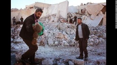 Khong quan Syria doi bom nung nong noi hoi Aleppo - Anh 3