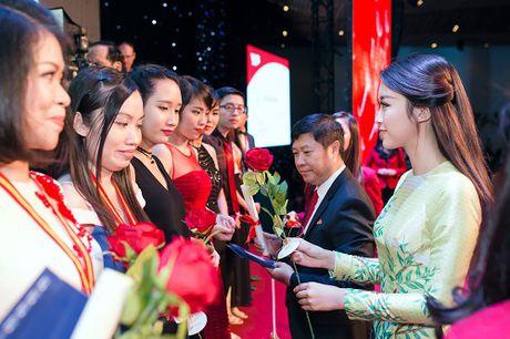 Hoa hau My Linh di chuyen nhu con thoi van dep hut mat - Anh 11