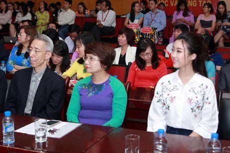 Hoa hau My Linh di chuyen nhu con thoi van dep hut mat - Anh 1