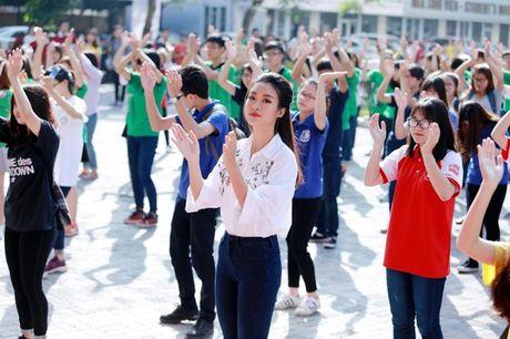 Hoa hau My Linh di chuyen nhu con thoi van dep hut mat - Anh 2