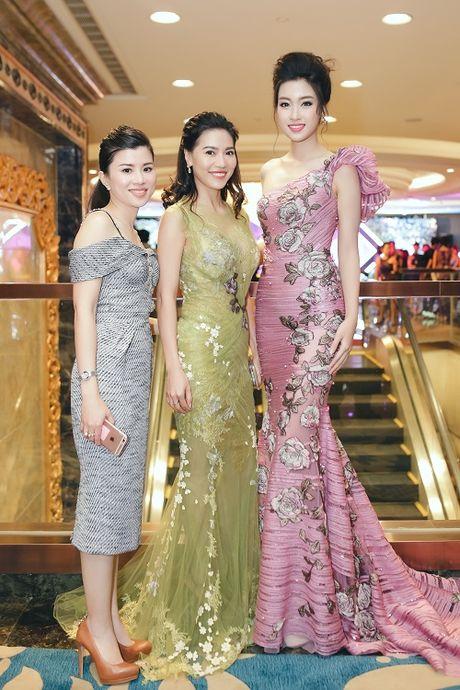 Hoa hau My Linh di chuyen nhu con thoi van dep hut mat - Anh 8