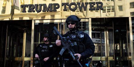 New York 'phat hoang' vi so tien khong lo bao ve Trump - Anh 1