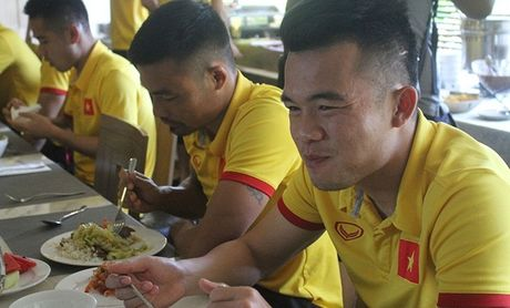 Bat ngo voi 'than duoc' tiep suc cho DT Viet Nam - Anh 1