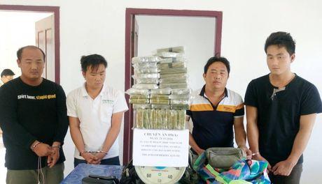Bat 3 nguoi Thai dang tuon 69 banh ma tuy vao Viet Nam - Anh 1