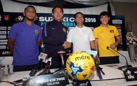 HLV Huu Thang 'tang boc' Malaysia truoc tran 'chung ket' - Anh 1