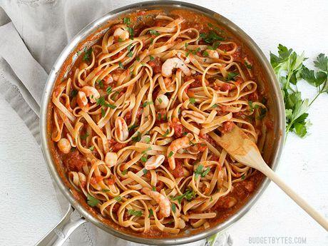 Cach lam spaghetti hai san cay voi nuoc sot ca chua bo - Anh 8
