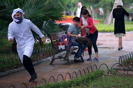 Co the xu ly hinh su nhom thanh nien gia 'nem bom khung bo' o Ha Noi? - Anh 1