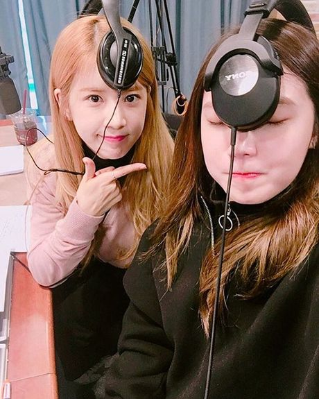 Sao Han 22/11: Tae Yeon toc dai diu dang khac la, Sulli mat hai kho do - Anh 3