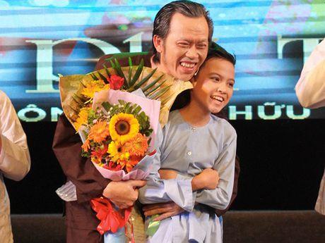 Hoai Linh tran tro 'suc song' cua cac tai nang nhi - Anh 1