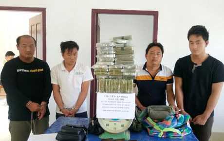 Bat 4 doi tuong nuoc ngoai khi mua ban 69 banh heroin - Anh 1