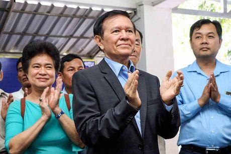 Phe doi lap Campuchia lai dung thu doan bai Viet, bien gioi de kiem phieu - Anh 1