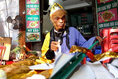 Ton Ngo Khong mua gay tren duong pho kiem hang chuc trieu moi thang - Anh 1