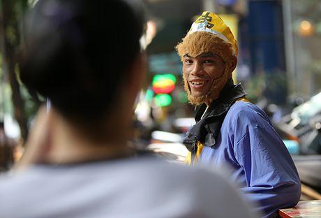 Ton Ngo Khong mua gay tren duong pho kiem hang chuc trieu moi thang - Anh 4
