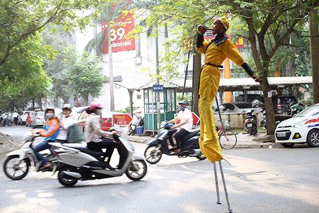 Ton Ngo Khong mua gay tren duong pho kiem hang chuc trieu moi thang - Anh 8