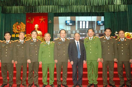 Day manh viec hoc tap va lam theo tu tuong, dao duc, phong cach Ho Chi Minh trong CAND - Anh 4