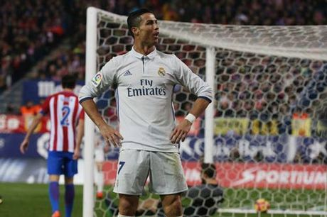 Ronaldo hat-trick: Dap tan do ki, nam chac Bong vang - Anh 2