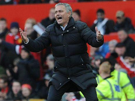 """MU: Mourinho """"bac toc"""" vi khong vao noi top 4 giai NHA - Anh 1"""