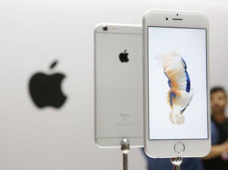 Khong nhan loi nhung Apple van thay pin mien phi cho nguoi dung iPhone 6s - Anh 1