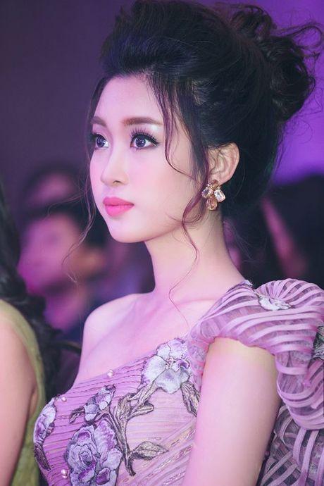 Hoa hau Do My Linh lien tuc khoe vong eo con kien goi cam - Anh 11