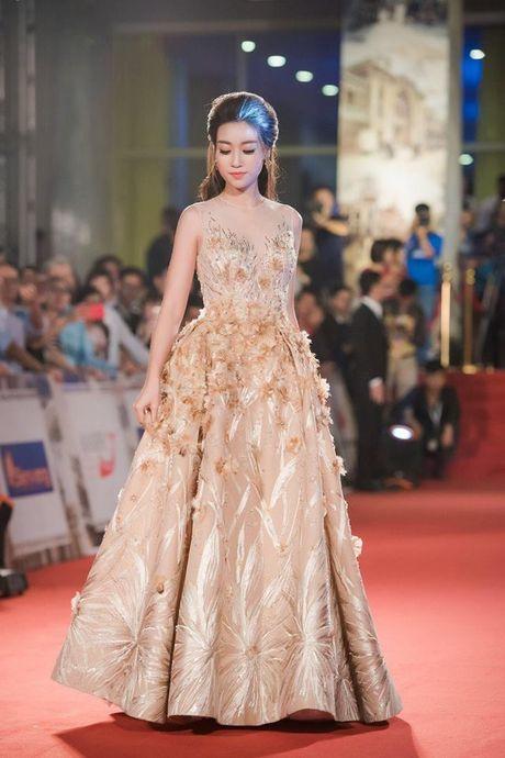 Hoa hau Do My Linh lien tuc khoe vong eo con kien goi cam - Anh 5